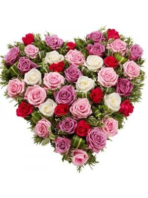 Сърце от 51 Пъстроцветни Рози