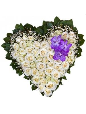 Сърце от 51 Бели Рози