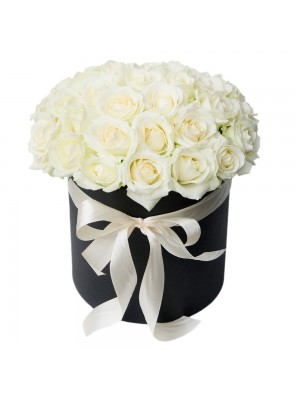 Бели рози в кутия