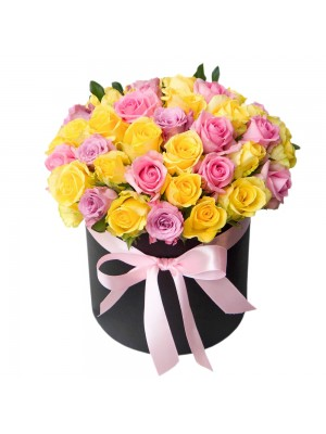 Пъстроцветни  рози в кутия