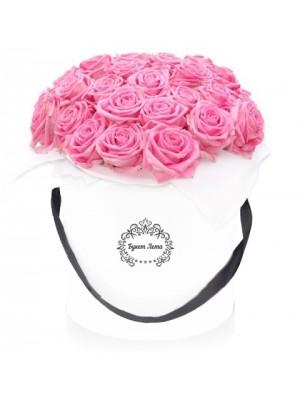 19 Розови рози в кутия